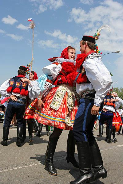 Moravian_Slovak_Costumes_during_Jizda_Kralu